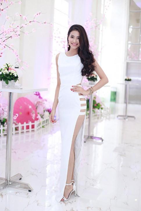 Phạm Hương mặc váy hở sườn dẫn đầu top mặc đẹp