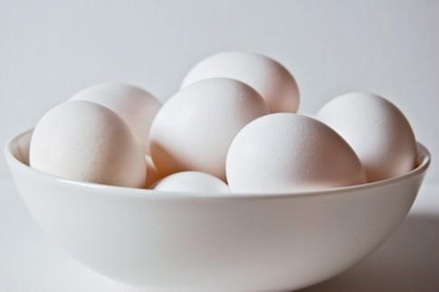 Phân biệt trứng gà mới cũ, không khó