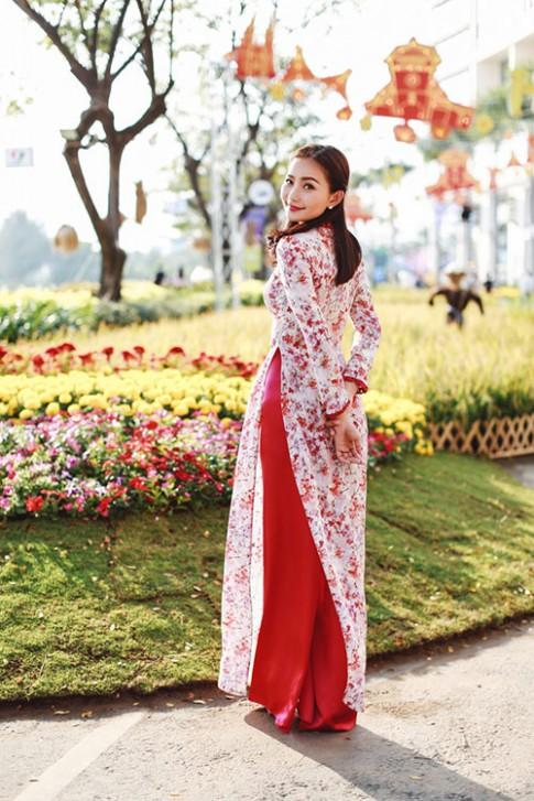 Phan Nhu Thao dep nao long trong ta ao dai nen na