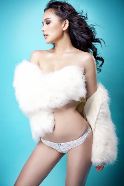 Phan Như Thảo khỏa thân khoe dáng ngọc
