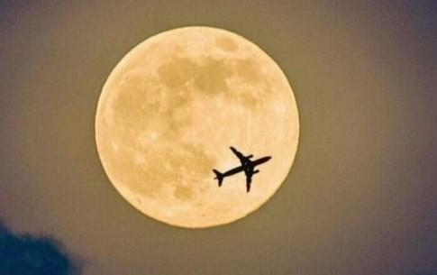 Rộ trào lưu đi máy bay... ngắm trăng đêm Trung Thu
