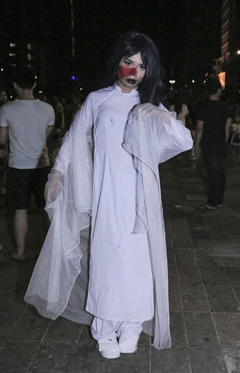 """Sài Gòn ngập tràn """"ma quỷ"""" trong ngày Halloween"""
