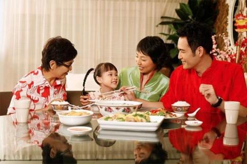 Sai lầm dinh dưỡng của mẹ khiến trẻ sụt cân ngày Tết