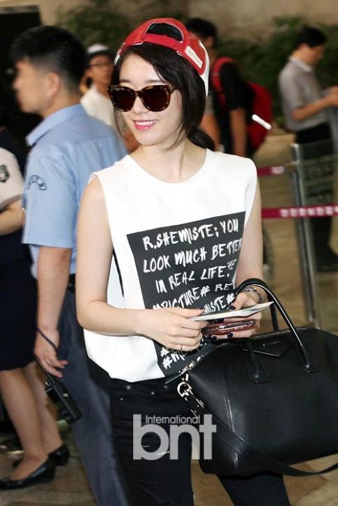 Sao Hàn gây mê với thời trang sân bay đắt đỏ