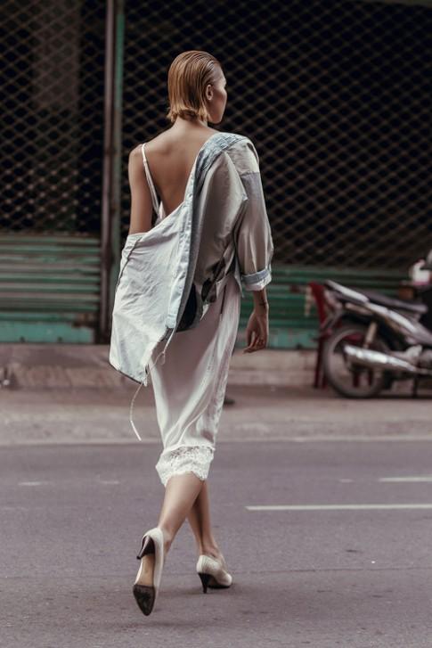 Siêu mẫu Minh Triệu duyên dáng trong chiếc váy mỏng