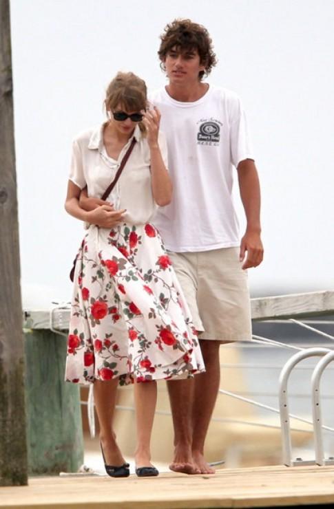 Taylor Swift đổi cách mặc mỗi khi có người yêu mới (tiếp)