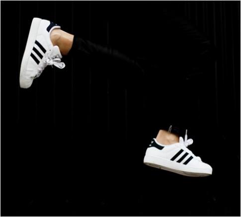 Tiếp cận đôi giày đang làm nức lòng giới trẻ