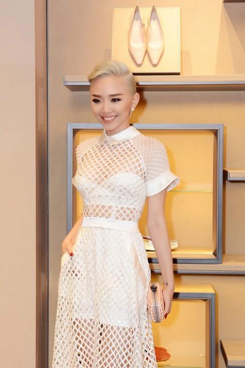 Tóc Tiên nổi bật với váy xuyên thấu, tóc bạch kim