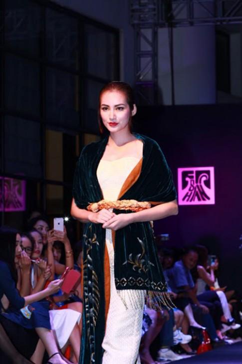 Trúc Diễm khoe nét duyên thầm ở Hà Nội