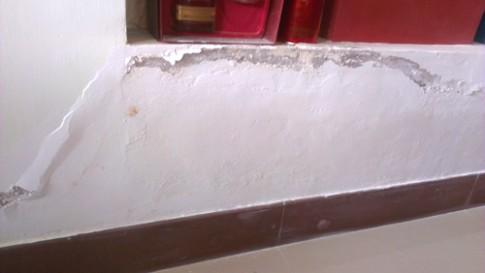 Tường tróc sơn và bị phồng, xử lý thế nào