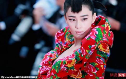 Váy áo xa hoa của sao châu Á tại các mùa LHP Cannes