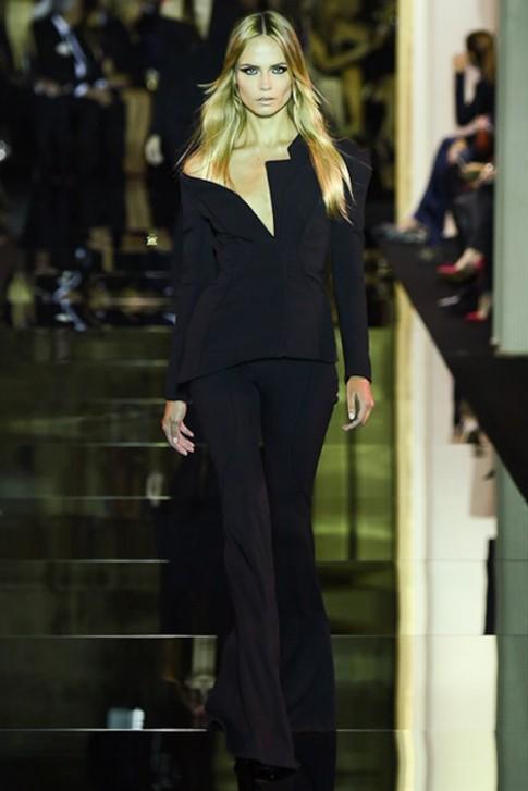 """Váy áo xa xỉ của Versace """"gây mê"""" vì quá đẳng cấp"""