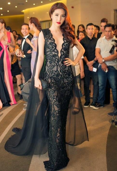 Váy hot nhất tuần: Đầm khoét sâu của Diễm My 9x