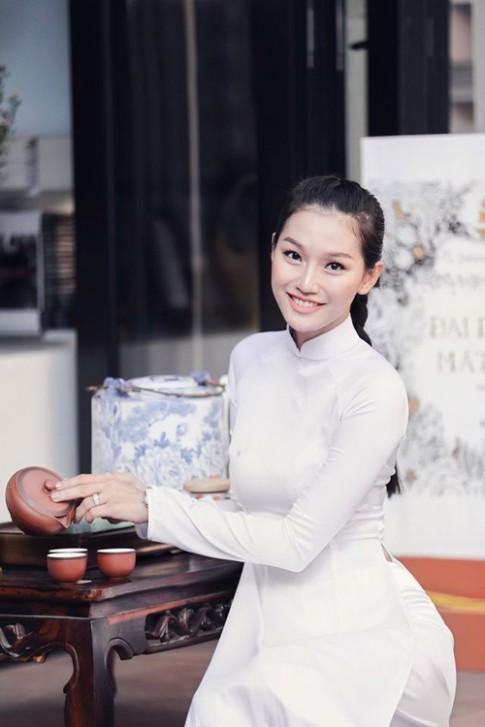 Vóc dáng gợi cảm của chân dài Việt sợ ăn đồ tây