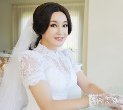 Xem cận mặt cô dâu U60 Lưu Hiểu Khánh