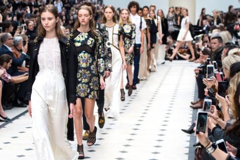 'Xem luôn, mua ngay' - chiêu bán hàng gây tranh cãi của thời trang xa xỉ