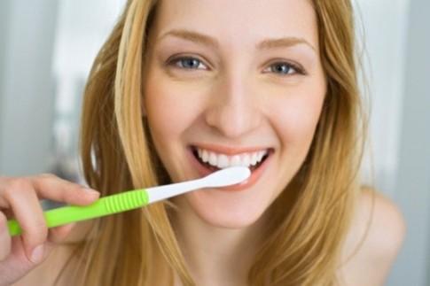 6 cách dùng dầu dừa để răng trắng, da sáng, tóc mượt