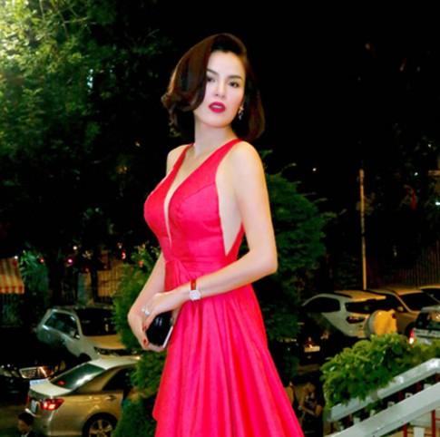 Á hậu Phương Lê mặc đầm hồng khoe làn da láng mịn