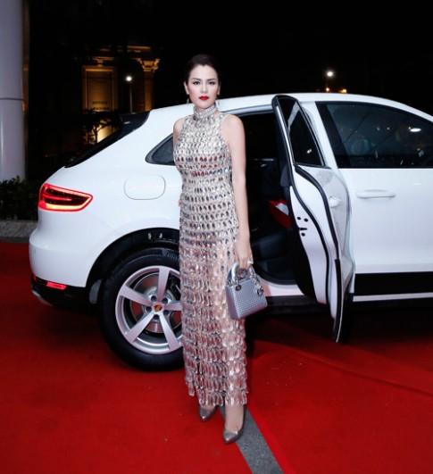 Á hậu Phương Lê mặc váy xuyên thấu trở thành nữ hoàng đêm tiệc