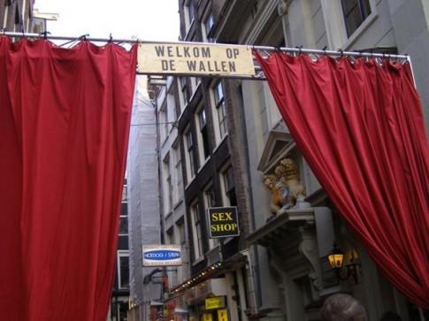 Bí mật bên trong 4 khu phố đèn đỏ đình đám nhất châu Âu