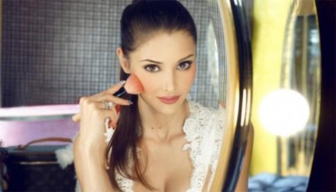 Bí mật vẻ đẹp nữ thần của vợ tỷ phú xấu trai nhất Macao