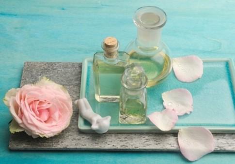 Biến nước hoa hồng thành dưỡng chất thần kì cho da