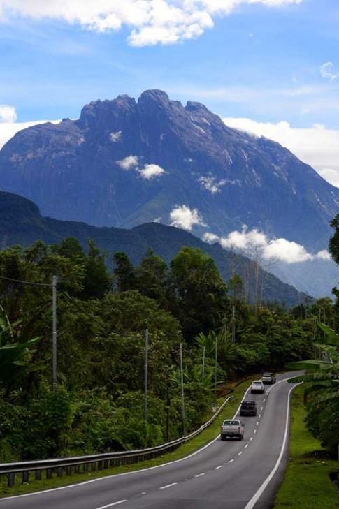 Cận cảnh đỉnh núi cao nhất Đông Nam Á