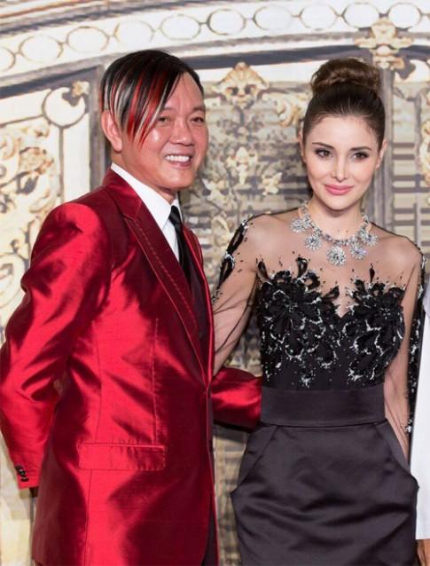 Cô vợ xinh như tiên của tỷ phú xấu trai nhất Macao