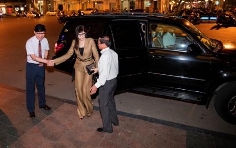 Doanh nhân Thủy Tiên diện đồ Versace đi sự kiện
