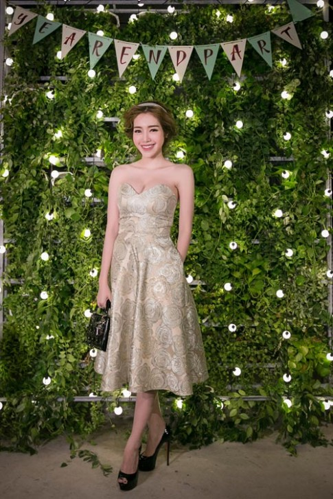 Elly Trần gợi cảm thu hút mọi ánh nhìn ở dạ tiệc