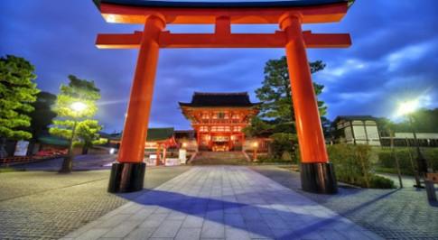 Fushimi Inari, ngoi den ngan cong ky la o Nhat Ban