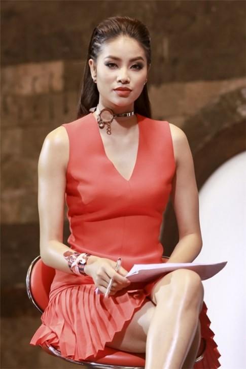 Hình ảnh 6 năm trước của Phạm Hương lại gây tranh cãi