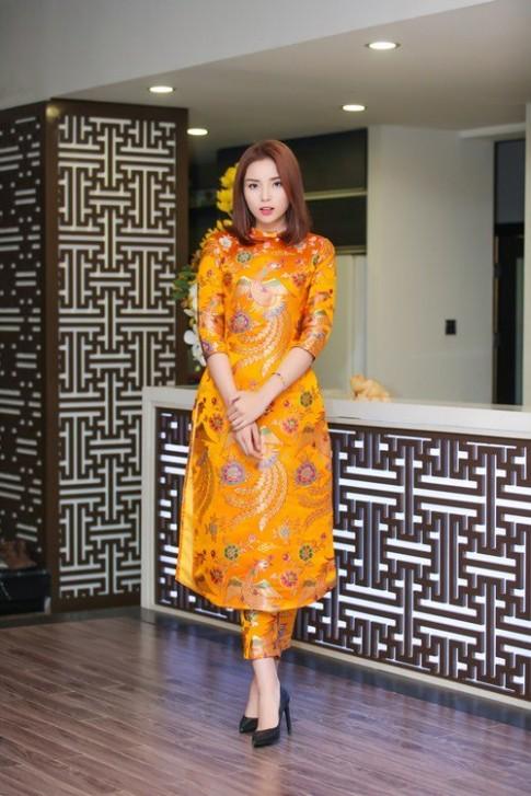 Hoa hậu Kỳ Duyên xuống tóc rộn ràng đón năm mới