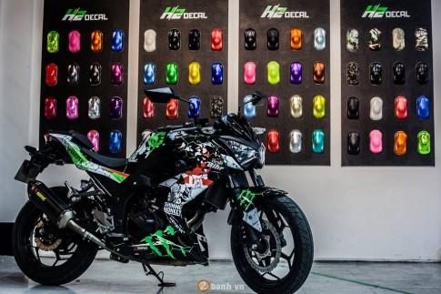 Kawasaki Z300 trong màu áo DC Monster Energy