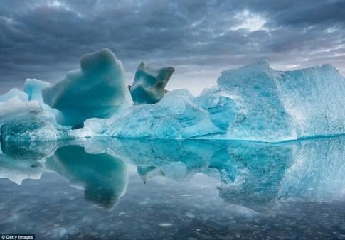 Ngắm núi băng 3 vạn năm tuổi cổ nhất thế giới