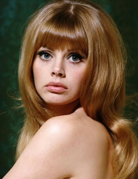 """Nhan sắc Bond girl gợi cảm 1 thời bị """"dao kéo"""" tàn phá"""