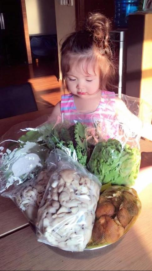 Những bức ảnh chứng minh Elly Trần là bà mẹ khéo nuôi con