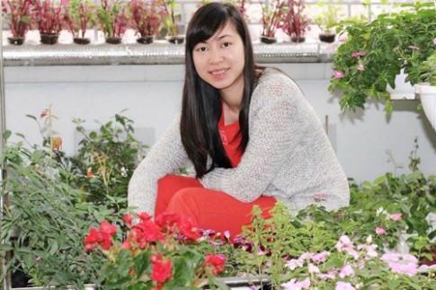 Nữ nhân viên xinh đẹp tự trồng rau ăn quanh năm không hết