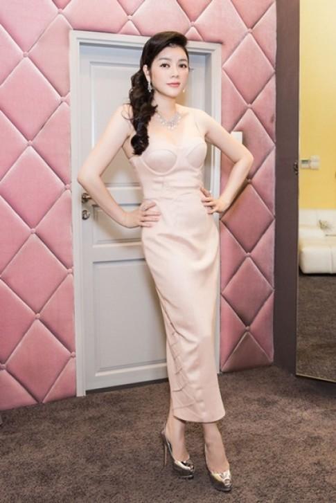 Sao Việt quyến rũ với váy áo corset