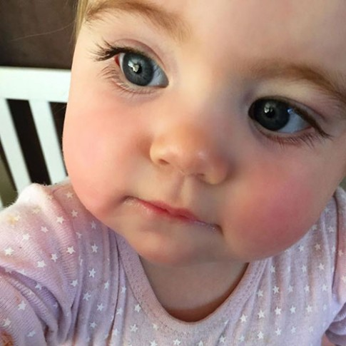 3 bé gái xinh nổi tiếng khắp thế giới vì đôi mắt đẹp hút hồn