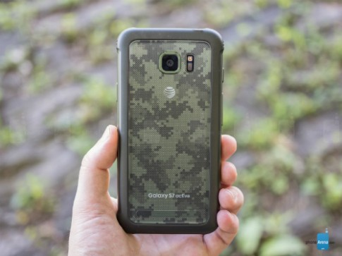 5 smartphone đời mới có thiết kế bền bỉ nhất