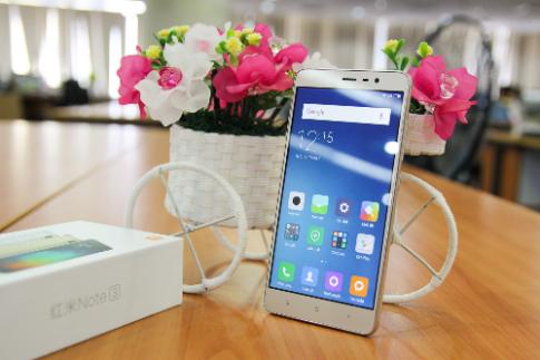 Ảnh thực tế mẫu smartphone Xiaomi Redmi Note 3 Pro