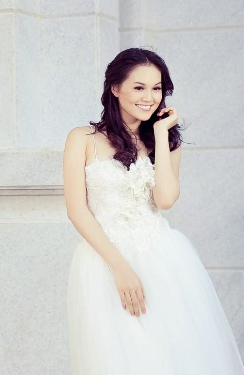 Áo cưới lộng lẫy cho nàng dâu trẻ