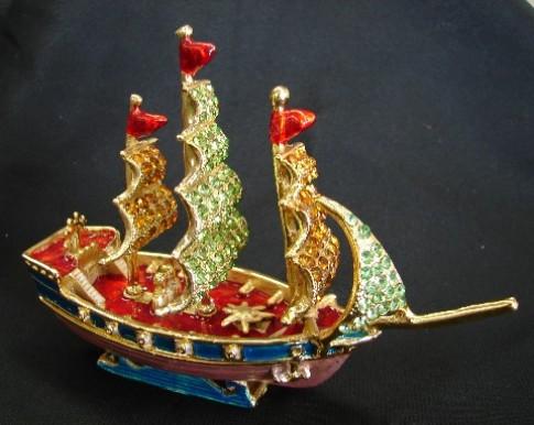 Bày thuyền buồm chở vàng bạc vào nhà