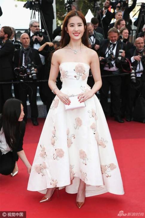 Bí mật sau vẻ đẹp nữ thần của Lưu Diệc Phi tại Cannes