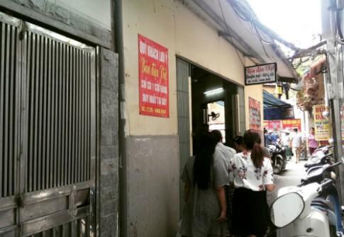 'Bún đậu xếp hàng' ở khu phố cổ Hà Nội