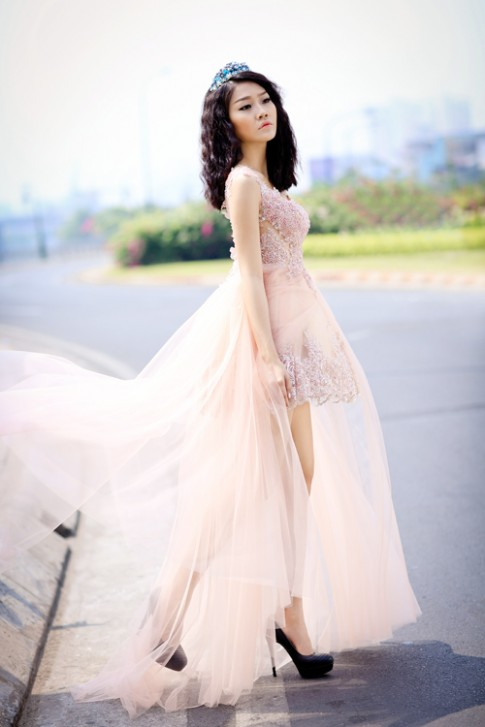 Chọn áo cưới gợi cảm như người đẹp Anh Thư