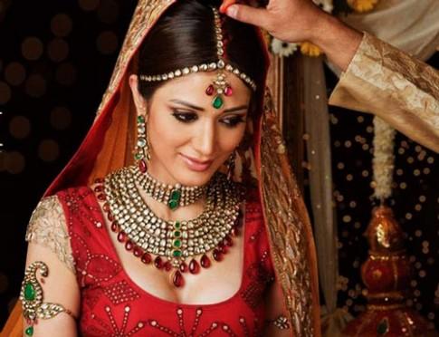 Công thức làm đẹp của cô dâu Ấn Độ