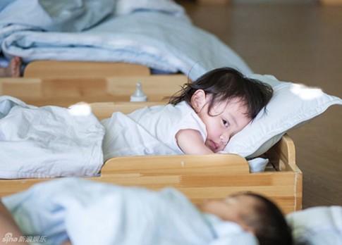 Em bé suýt tử vong vì người lớn không rửa tay trước khi bế