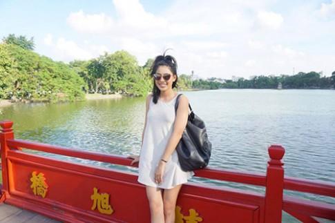 Em gái Jennifer Phạm nhí nhảnh đi chơi Hà Nội cùng Bảo Nam